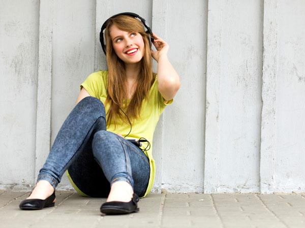iStock_teen-headphones